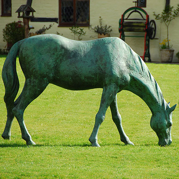 Outdoor vintage bronze eating grass horse statues for sale
